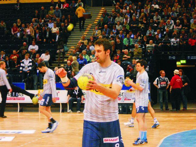 Kreisläufer Igor Vori beim Warmmachen.