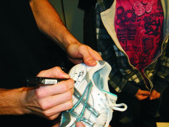 Sogar auf die Schuhe gab es Autogramme.